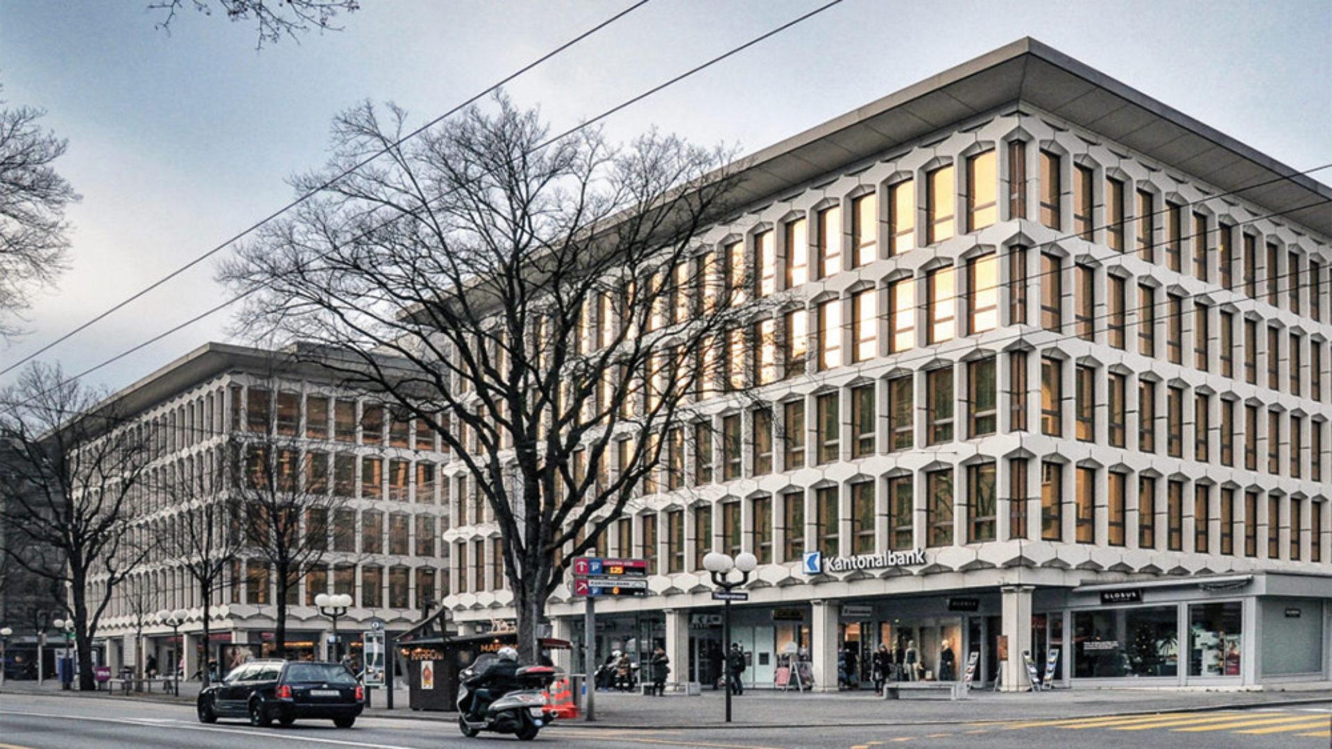 Beleuchtung_referenz_objekt_Treppenhausbeleuchtung_Aufbaudeckenleuchten_Luzerner_Kantonalbank_perdix