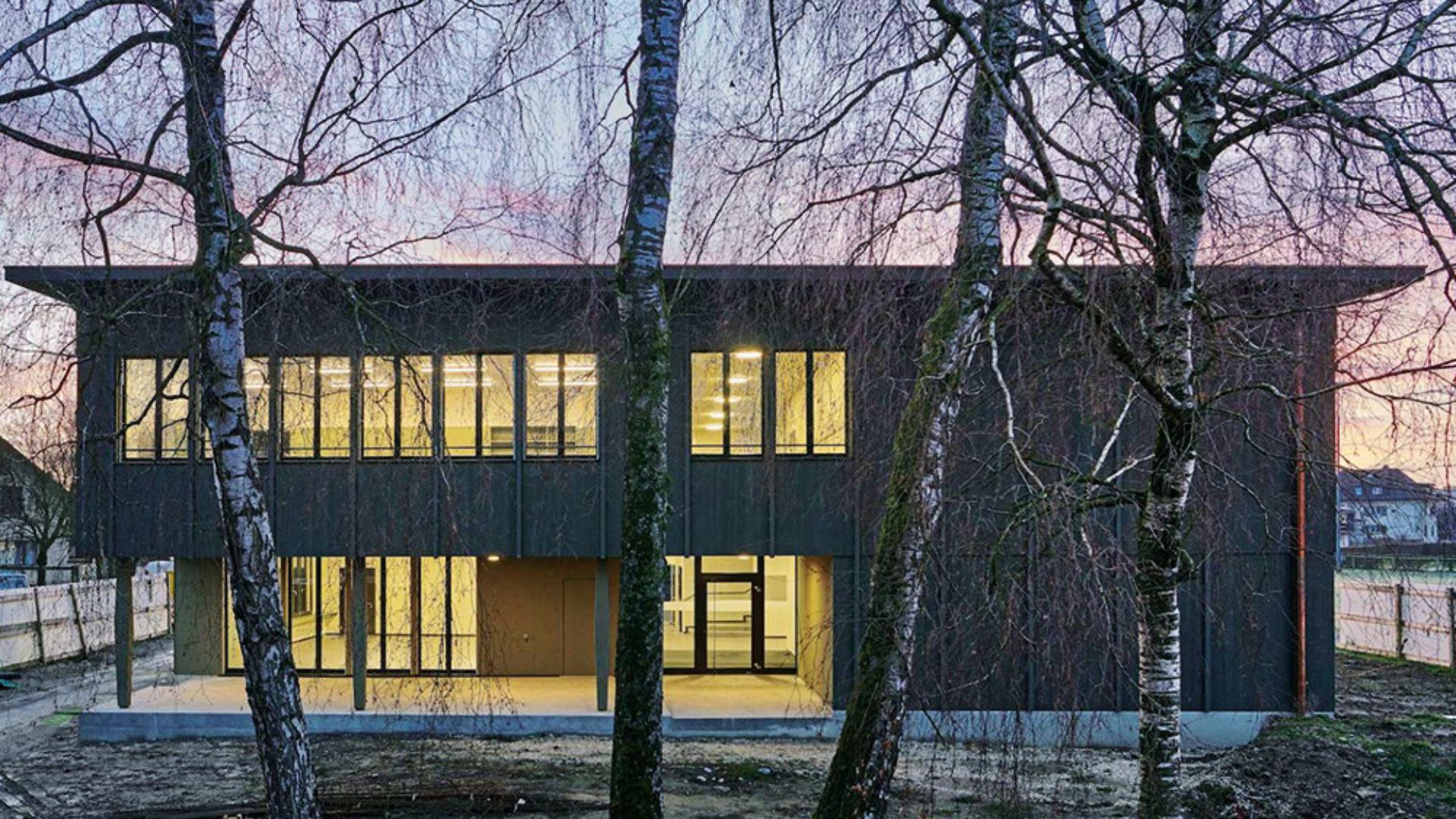 Beleuchtung_referenz_objekt_alle_Deckenleuchten_Schulpavillon_in_Schafisheim_perdix